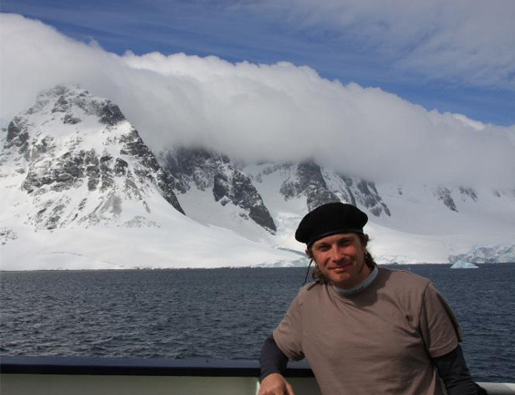 2008 – Port Lockroy, Antarctic Peninsula. Probably the most amazing trip in my life, visiting the Antarctic Peninsula and several places in Argentina for more tan one month. An adventure. This picture was taken on board of the Polar Pioneer.