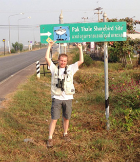 2014 – Pak Thale, Tailandia. Short after finding the very scarce Spoon-billed Sandpiper.